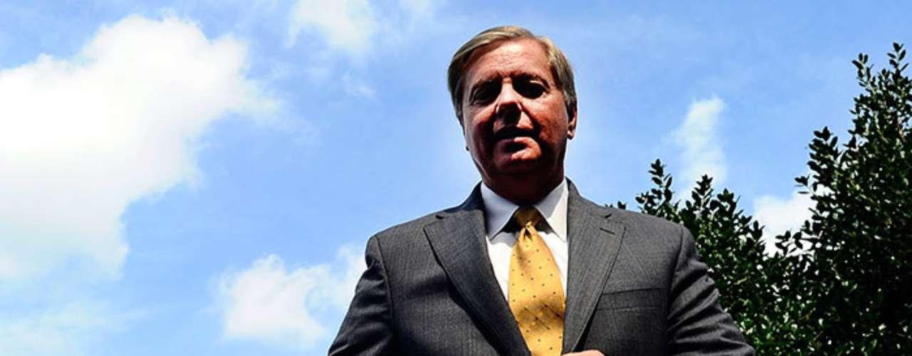 El senador Lindsey Graham respaldan la tesis del presidente de Estados Unidos, Barack Obama, de que la utilización de armas químicas por parte del Ejército sirio requiere de una \
