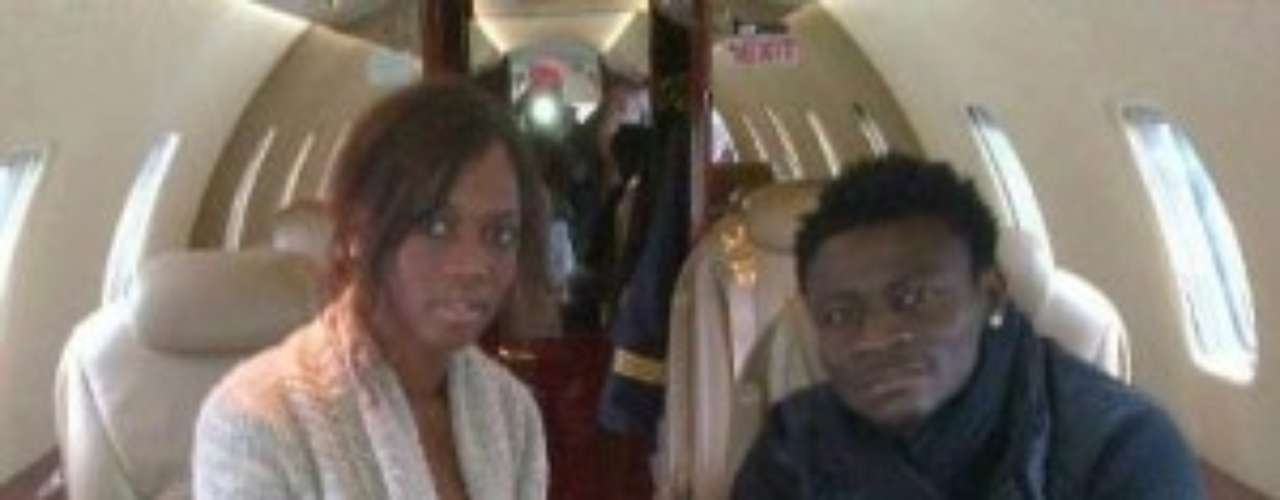 Although she had said she wouldn't date a soccer player, Abigail has been dating Seattle Sounders player and former Mario's teammate at Inter Milan Obafemi Martins. In January it was reported she was pregnant and the Nigerian striker was the father. We're waiting to see news about the baby and we'll update this gallery hopefully with a photo of the newborn Mario Balotelli's nephew .