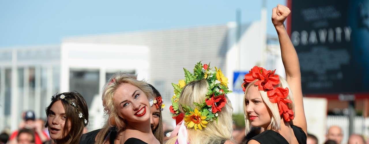 Integrantes del grupo Femen, que presentaron documental, revolucionaron elFestival de Venecia con su presencia.
