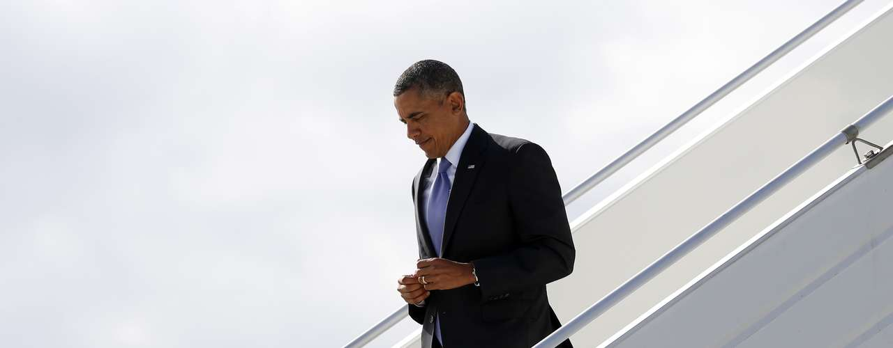 U.S. President Barack Obama arrives in St. Petersburg, Russia to attend the G20 Summit September 5, 2013. REUTERS/Kevin Lamarque  (RUSSIA - Tags: POLITICS BUSINESS)