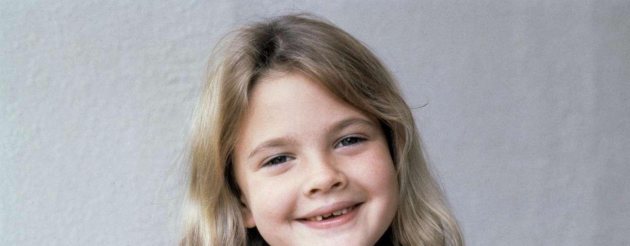 Esta simpática niña estaba destinada a ser una estrella. Drew Barrymore nació en el seno de una familia de actores y saltó a la fama por su papel en el film 'E.T.: El extraterrestre',