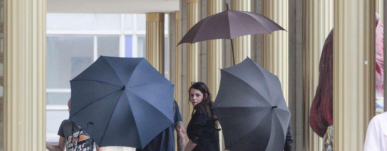 Mientras su ex Robert Pattinson, al que le fue infiel con el director Rupert Sanders, se divierte en el rodaje de su último proyecto 'Maps to the stars' con Mia Wasikowska, la actrizse ha instalado en Alemania para comenzar con el rodaje de 'Sils Maria'.
