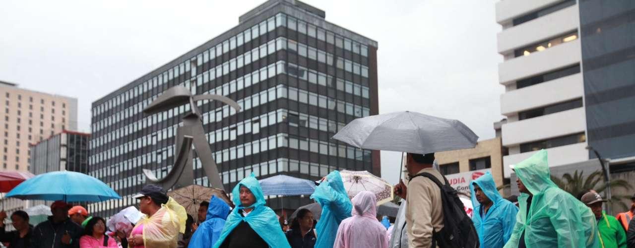Luego de bloquear el cruce de Paseo de la Reforma y Bucareli para exigir resultados concretos, los maestros liberaron la vía para dirigirse al Zócalo y reanudar sus asambleas internas.