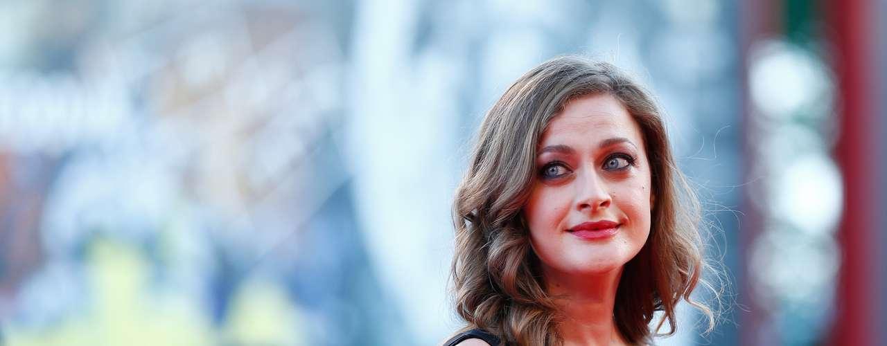 La actriz Eleni Roussinou prefirió un vestido más discreto para la ocasión