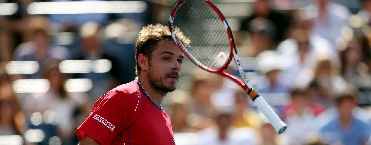 Culpa de la raqueta...El suizoStanislas Wawrinka reaccionó muy enojado tras perder la semifinal.