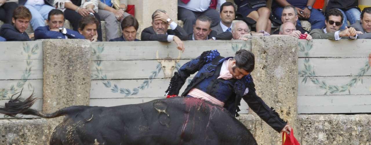 Morante de la Puebla reapareció tras la grave cornada que sufrió el pasado 10 de agosto en Huesca para lidiar en solitario 6 toros de la ganadería Domecq.
