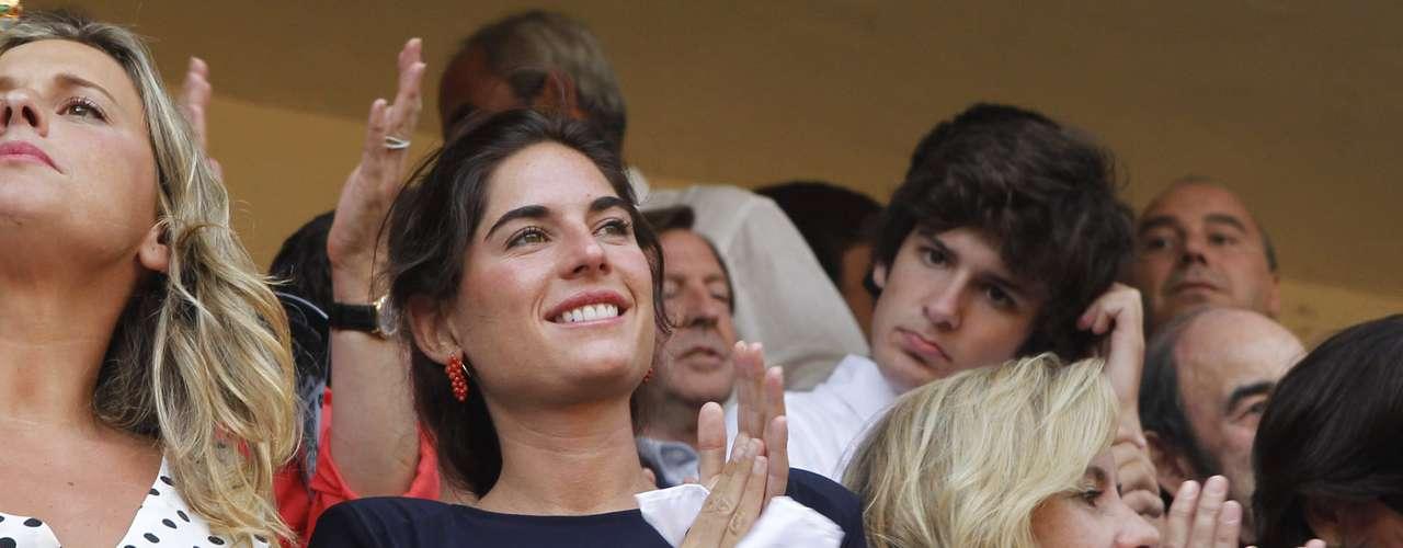 En el tendido brilló Lourdes Montes, prometida de Francisco Rivera Ordóñez, que hizo un parón en los preparativos de su boda para acompañar a su novio en la Goyesca.