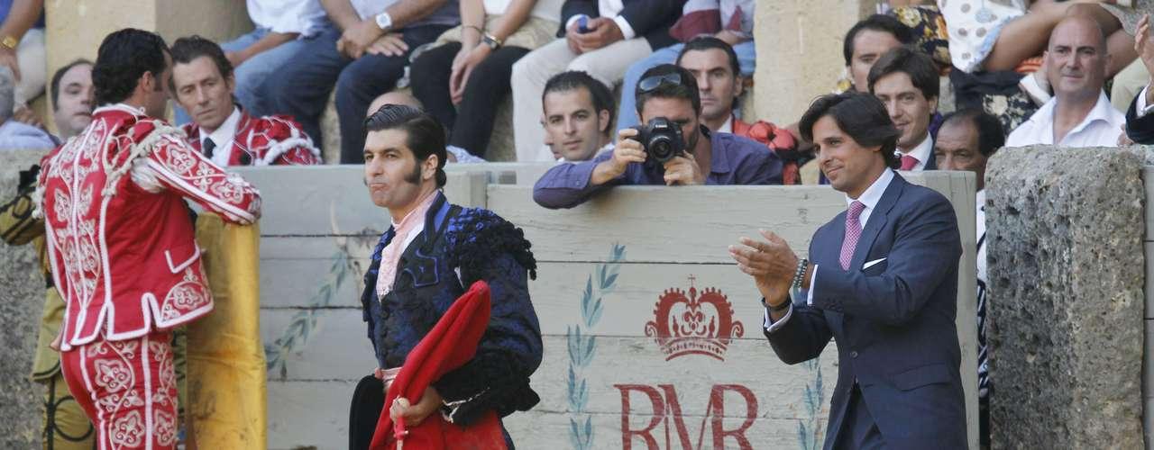 El genio sevillano brindó el sexto toro al anfitrión de la Goyesca, Francisco Rivera Ordóñez, que siguió la corrida desde la barrera junto a su hermano Cayetano.