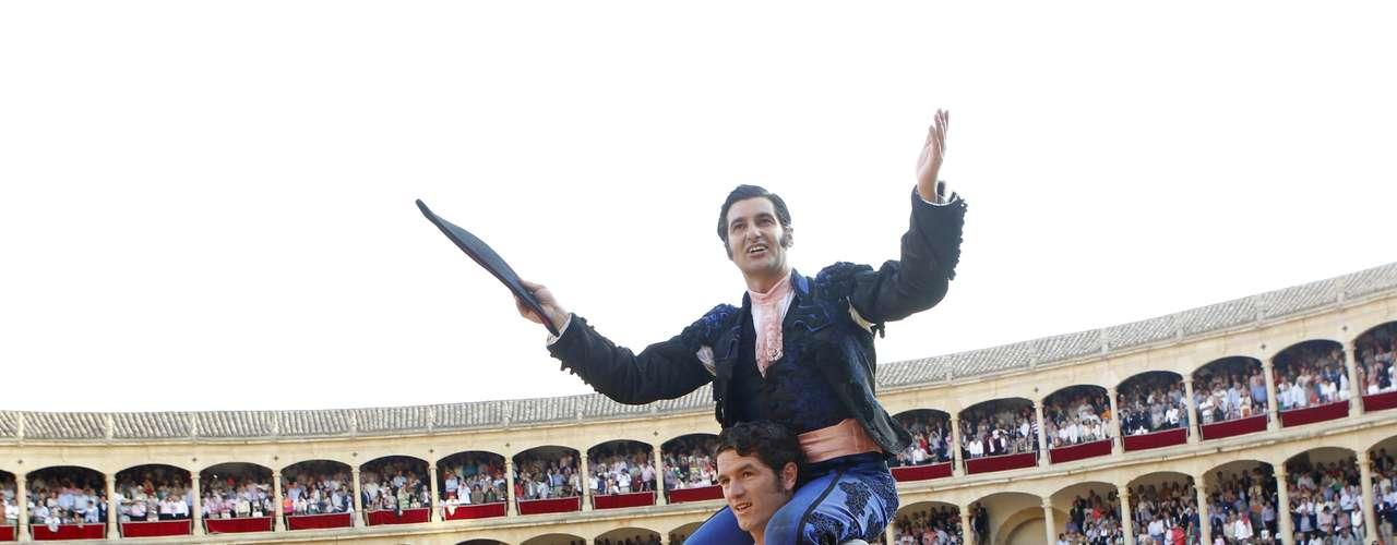 Morante de la Puebla cortó tres orejas y salió a hombros por la puerta Pedro Romero de la Real Maestranza de Ronda.