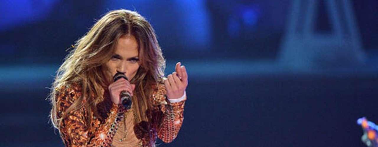 Jennifer Lopez: Un tribunal de apelaciones de California finalmente falló en la disputa entre JLo y su primer esposo Ojani Noa ya que él se encontraba dispuesto a publicar los videos íntimos de la pareja. El juez impidió que los videos fueran divulgados y ordenó su resguardo en la caja de seguridad de un banco.