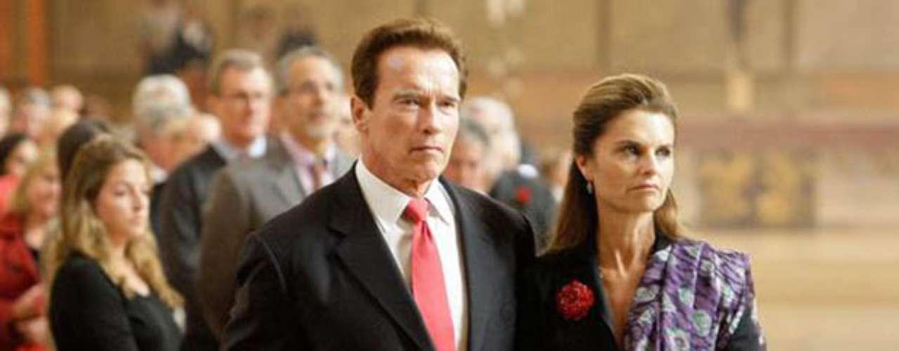 Arnold Schwarzenegger y Maria Shriver: La pareja decidió poner fin a los 25 años de matrimonio que los unió luego de descubrirse que el reconocido actor era el padre de un niño de 13 años, fruto de un amorío con un miembro del personal de limpieza de su casa.