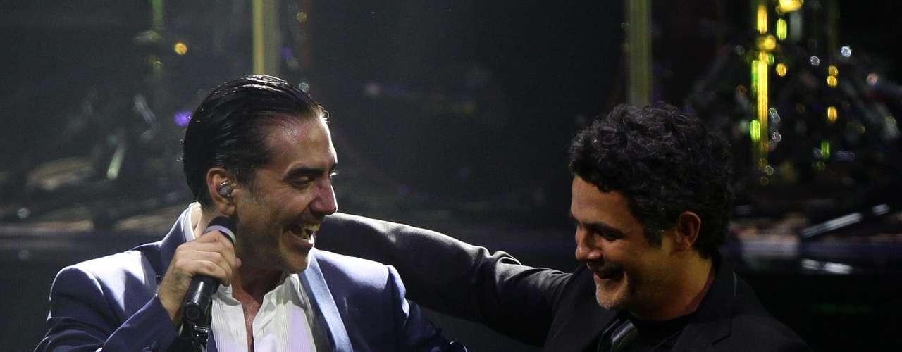 Alejandro Fernández cantó a dúo con Alejandro Sanz el viernes 6 de septiembre de 2013, durante su concierto en la ciudad mexicana de Guadalajara donde se celebra el XX Aniversario del Encuentro Internacional del Mariachi y La Charrería en el que España es el país invitado.