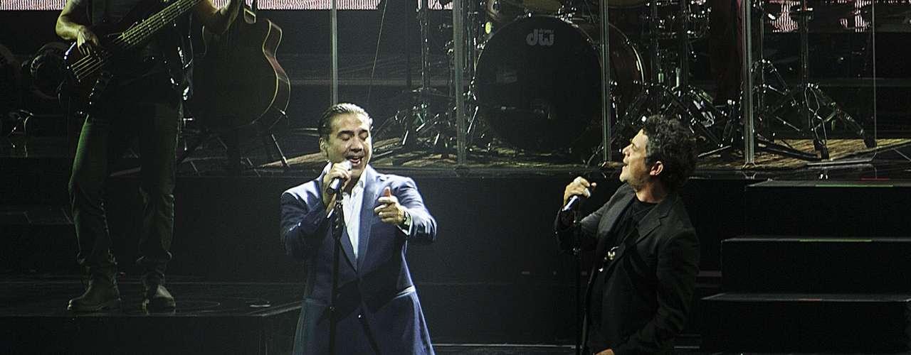 """La colaboración de los Alejandrosse dio durante el primer show de """"Confidencias World Tour"""". Más de 10,000 personas fueron parte del inicio de esta gira con una producción sin precedentes."""