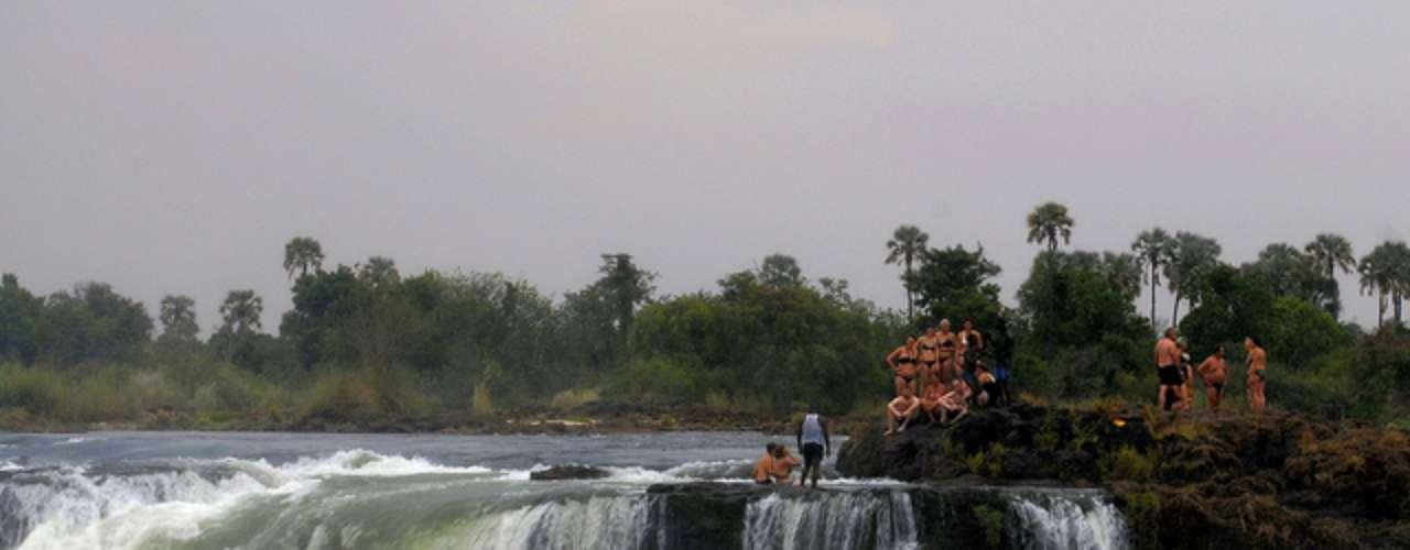 Cataratas Victoria. Espectacular salto de agua del rio Zambeza, en la frontera de Zambia y Zimbabue.