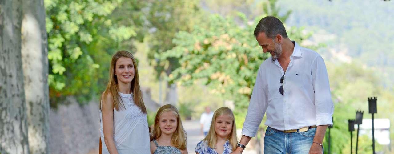 Los príncipes regalaron a la prensa estas imágenes de sus hijas en la Granja de Espurles.