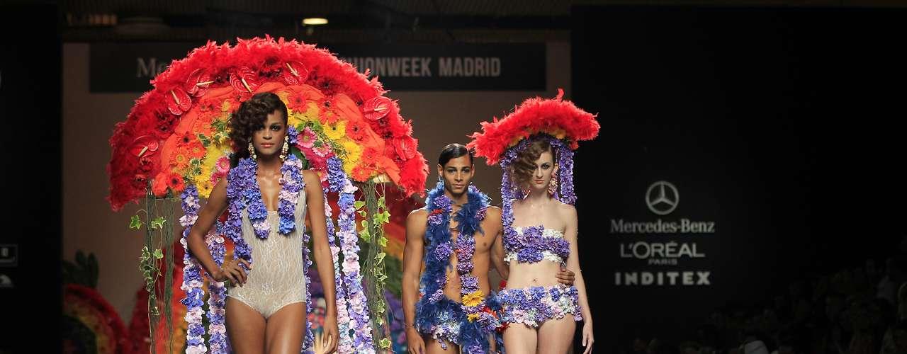 Propuestas para la primavera-verano de 2014 de Francis Montesinos en la MBFW Madrid.