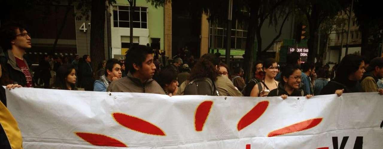 Marcharon estudiantes de la Universidad Nacional Autónoma de México, la Universidad Autónoma Metropolitana, la Universidad Autónoma de la Ciudad de México, la Universidad de Chapingo y el Politécnico Nacional.