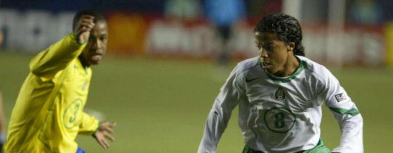 El mexicano Giovani Dos Santos obtuvo el balón de plata como segundo mejor futbolista del torneo, detrás del brasileño Anderson. Luego de un prometedor comienzo en el Barcelona, diversas lesiones perjudicaron su carrera. Hoy intenta recuperar su nivel en el Villarreal de España.