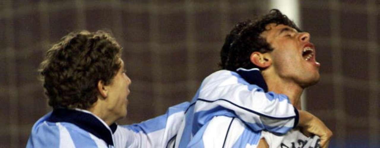 Javier Mascherano (derecha) se destacó como un gran mediocampista desde sus inicios como juvenil tanto en la selección argentina como en River Plate. Tras un paso por el Corinthians brasileño, continuó en el fútbol inglés hasta convertirse en titular en el Barcelona, donde hoy es una de las piezas fundamentales del equipo.