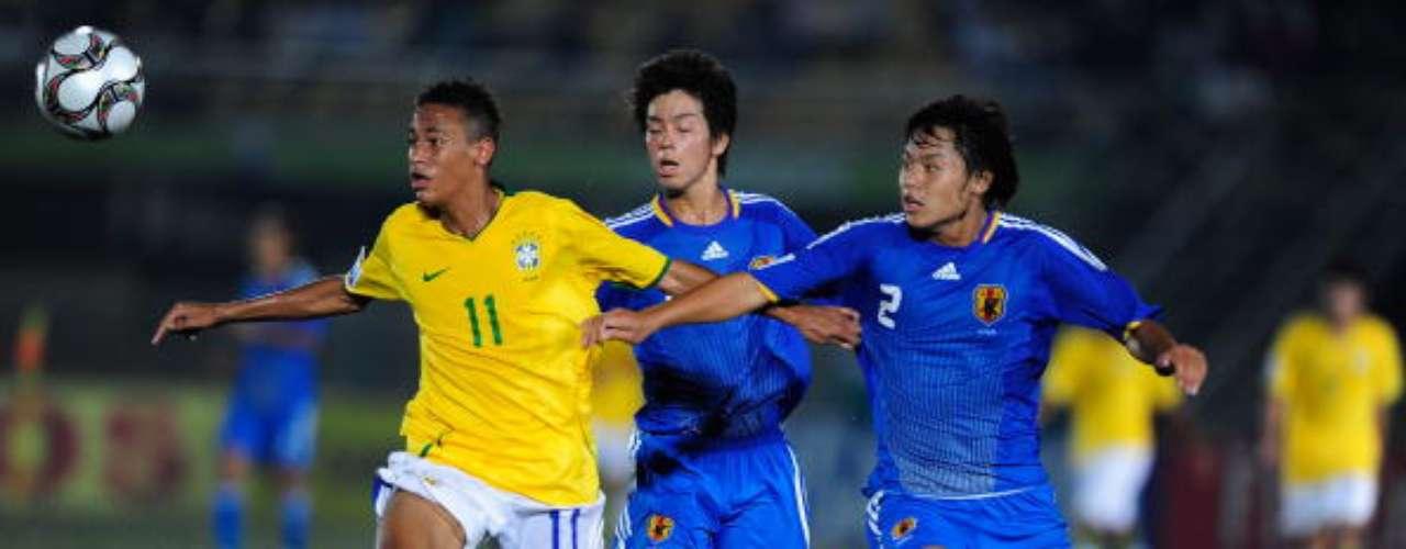 Una de las apariciones más rutilantes de los últimos tiempo del fútbol mundial, el brasileño Neymar, tuvo una opaca participación en el Sub-17 de 2009, donde Brasil quedó eliminada en Primera Fase. Sin embargo,  descolló en el Santos y en la selección principal. Hoy en día forma parte del temible ataque del Barcelona.