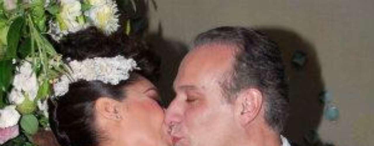 Y a lo largo de la velada, Yadhira usó tres vestidos. El que lució enla conferencia de prensa fue diseñado por Nicolás Felizola, mientrasque los otros que fueron creación de ella misma y confeccionadospor el mismo venezolano.Síguenos en  TwitterEntra a la página de 'Cachito De Cielo''Lujo,suntuosidad y belleza en la boda Derbez-Rosaldo¿Triste realidad? Lasestrellas sin maquillaje¡Qué grandes!Actrices que se 'inflamaron' con el tiempo