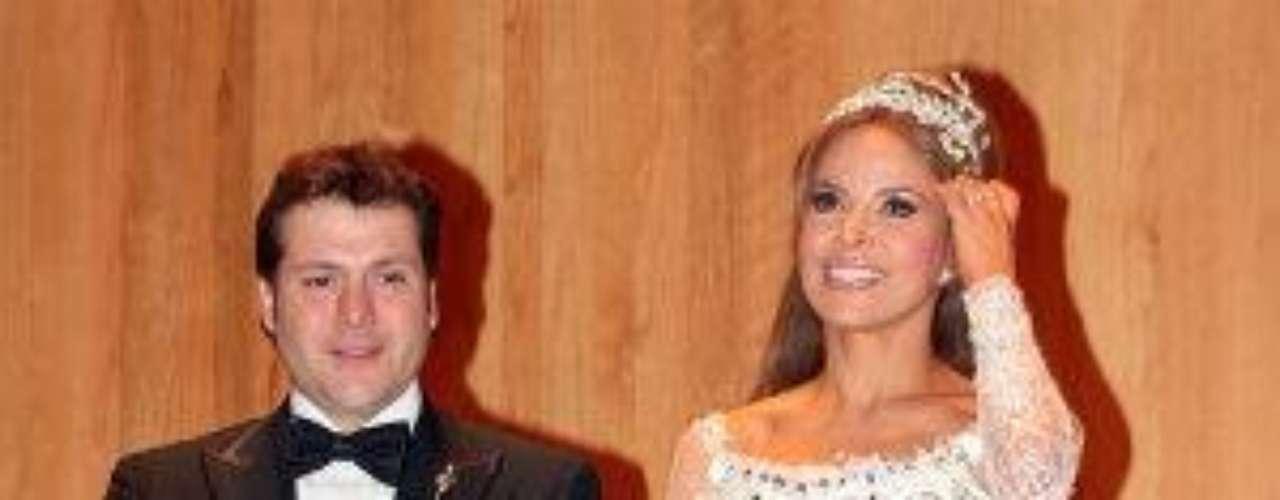 No hay duda de que Gloria Trevi es una mujer extremadamenteatractiva, pero el día de su boda con el abogado Armando Gómezparecía salida de un cuento de fantasía.Síguenos en  TwitterEntra a la página de 'Cachito De Cielo''Lujo,suntuosidad y belleza en la boda Derbez-Rosaldo¿Triste realidad? Lasestrellas sin maquillaje¡Qué grandes!Actrices que se 'inflamaron' con el tiempo