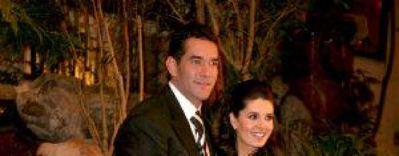 Mayrín Villanueva es la segunda esposa del actor -ex de Itatí- y porlas imágenes que vemos, ella no se quedó atrás en hermosura el díade su enlace matrimonial. El mejor detalle de Mayrín -aunque algúnlector pueda diferir-, nos atreveríamos a decir que fue el brillo ensu mirada, producto del embarazo de la pareja en aquel tiempo.Síguenos en  TwitterEntra a la página de 'Cachito De Cielo''Lujo,suntuosidad y belleza en la boda Derbez-Rosaldo¿Triste realidad? Lasestrellas sin maquillaje¡Qué grandes!Actrices que se 'inflamaron' con el tiempo