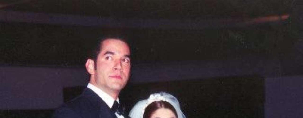 Itatí Cantoral se casó con Eduardo Santamarina en 1998, pero suromance comenzó un año antes durante las grabaciones de latelenovela \