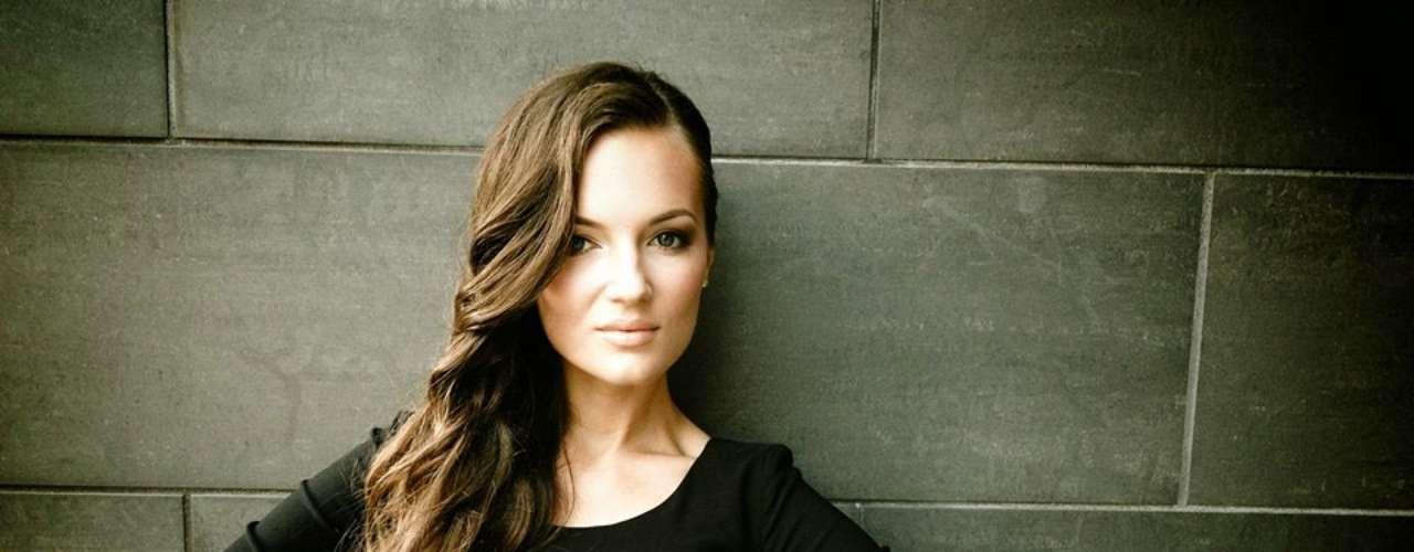Miss Lituania - Simona Burbait. Tiene 21 años de edad, mide 1.80 m (5 ft 11 in) y procede de la ciudad de Vilnius.