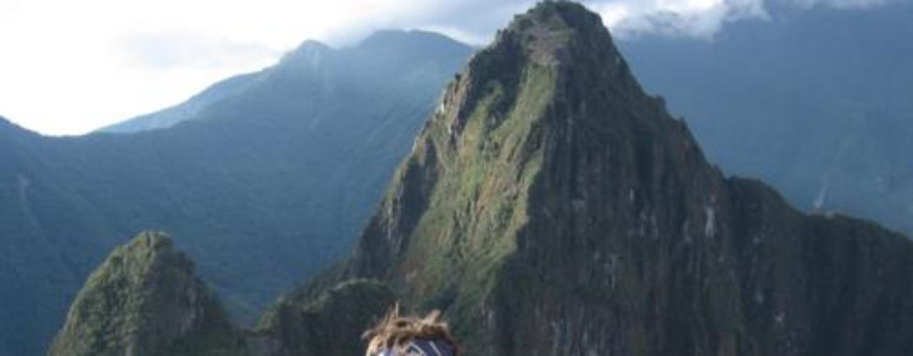 30 de Septiembre - Después de estar cinco meses en rehabilitación por su adicción a la cocaína y que lo hiciera público, Zac Efron se siente un hombre renovado y es por eso que viajó en compañía de su papá a Perú para visitar el Machu Pichu y mostrarse más feliz sin depender de las drogas.