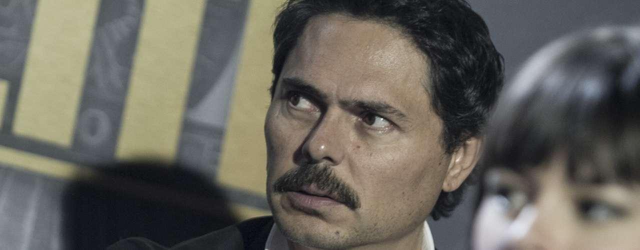 La serie muestra cómo se capturaron criminales a Martín Sombra, Los Mellizos, El paisa, Don Mario, El Mono Jojoy, Cuchillo y Alias Armero.