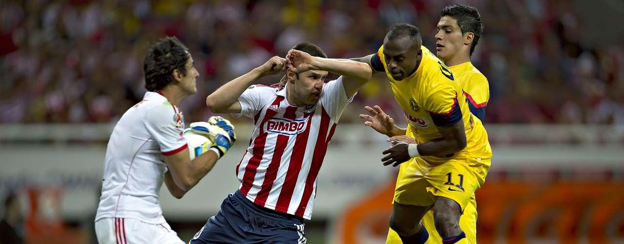 En el Clasurua 2013, las Águilas cobraron revancha para imponerse 2-0 a Guadalajara en el estadio Omnilife, con doblete de Raúl Jiménez con sendos remates de cabeza.
