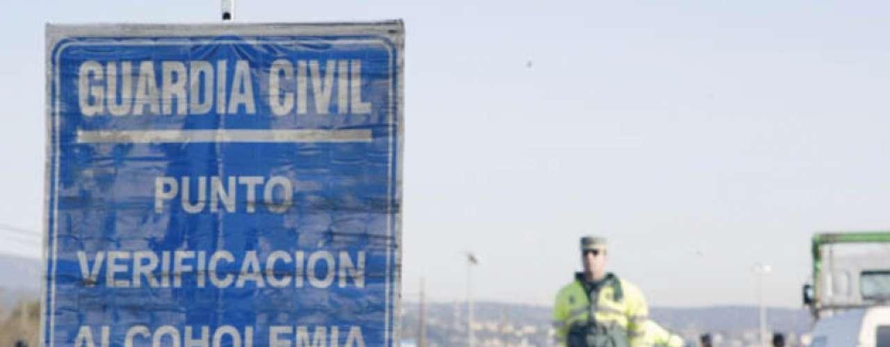 Subela sanción económica por conducir bajo los efectos del alcohol, que se duplicará y pasará de 500 a 1.000 euros.