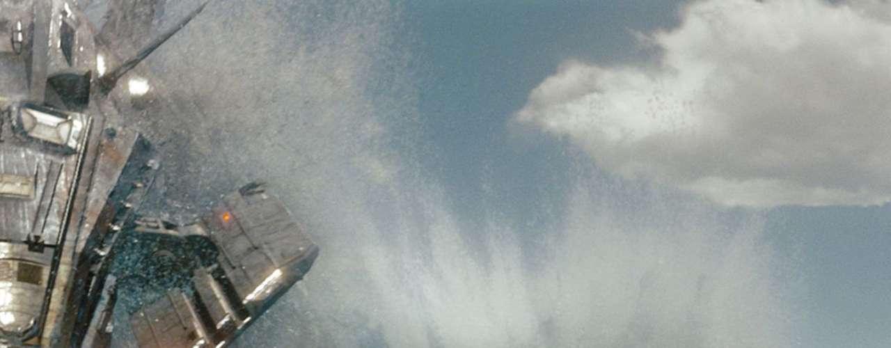 'Battleship': La flota naval norteamericana enfrenta una situación única: una fuerza de origen desconocido, mucho más poderosa que cualquier cosa conocida en la Tierra. La batalla empieza en el mar y se multiplica por aire y tierra. Viernes 4 de octubre a las 8:50 de la noche, por Moviecity Action.