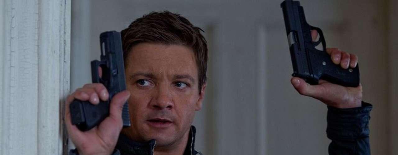 'The Bourne Legacy': La popular historia de espionaje de Robert Ludlum se expande con el protagonismo de un nuevo héroe, el agente Aaron Cross, quien debe usar sus habilidades genéticamente mejoradas para terminar lo que Jason Bourne empezó. Domingo 6 de octubre a las 5:50 de la tarde, por Moviecity Premieres.
