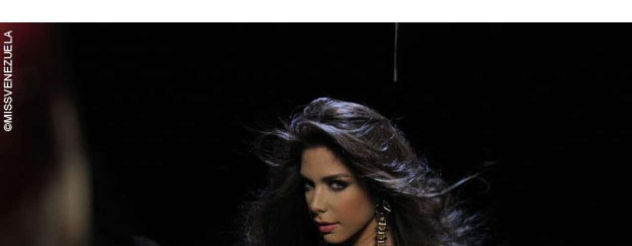 Miss Barinas - Eyre Yaró Serpa Pujol. Tiene 19 años de edad, mide 1.77 metros de estatura y su cuidad natal es Barinas.