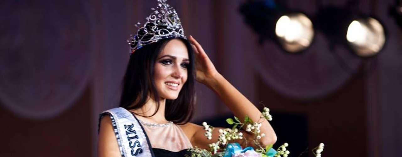 La guapa joven está en el certamen porque cree que la verdera belleza y la inteligencia de cada individuo salvará al mundo.
