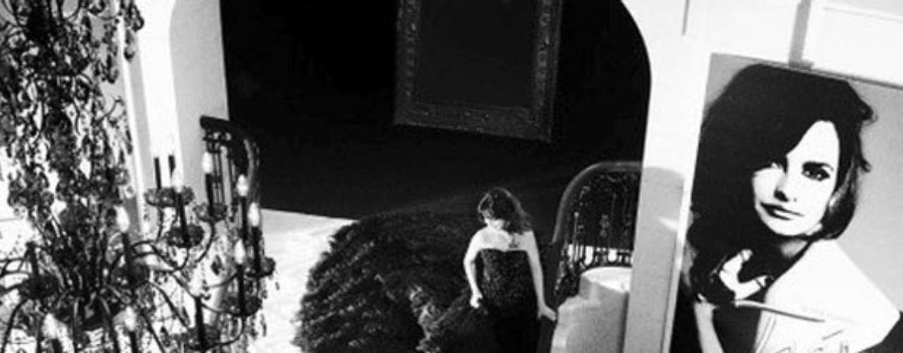 La bella actriz española Penélope Cruz fue contratada como la imagen de la última fragancia de Lancôme, Trésor Lumineuse, un aroma floral oriental hecho para la mujer. Este glamoroso perfume fue creado por Dominique Ropion, tiene notas altas es praliné, las medias son damasco rosa y hojas de violeta, y en el fondo vainilla, almizcle y notas de madera.