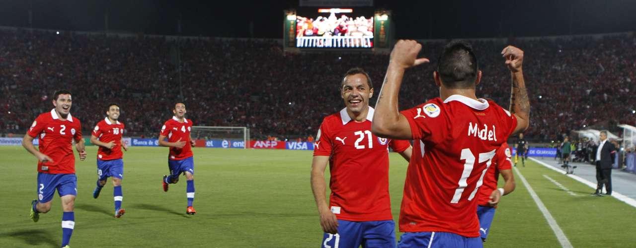 Chile derrotó 2-1 a Ecuador y ya está en el Mundial.