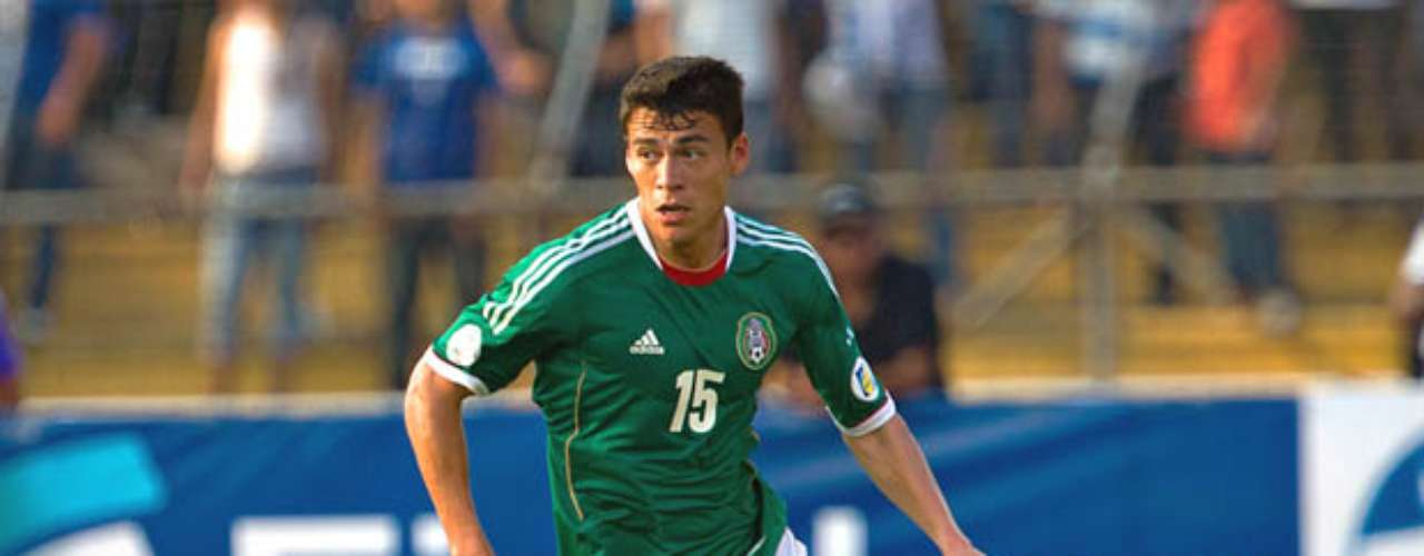 Héctor Moreno completaría la línea de tres con la que acostumbra a jugar Miguel Herrera