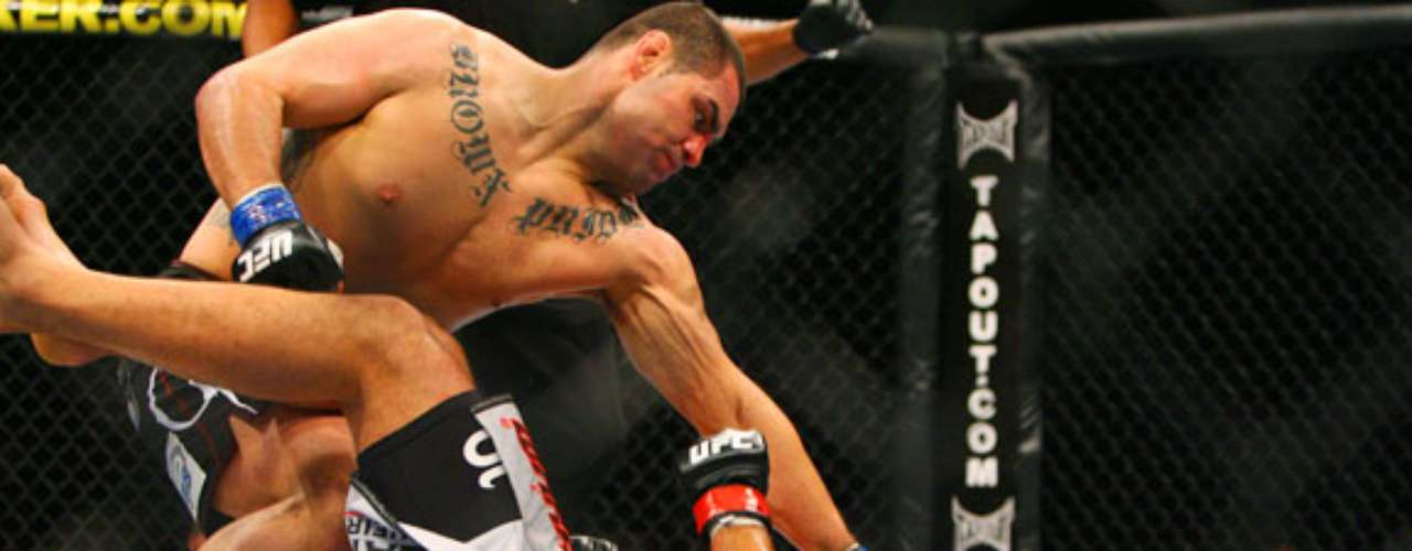En pelea eliminatoria para disputar el título de los pesados celebrada en Sydney (Australia) Velásquez enfrentó y derrotó por nocaut al brasileño Antonio Nogueira, durante el evento UFC 110, el 21 de febrero del 2010.