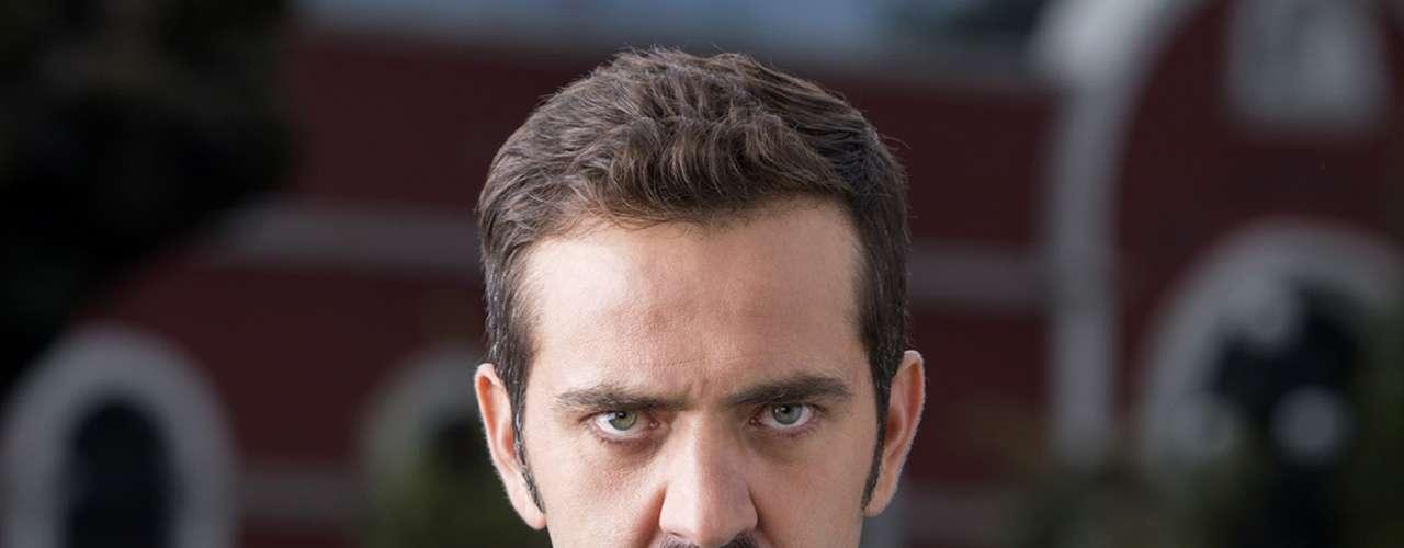 Flavio Medina vuelve a la pantalla como 'César'.