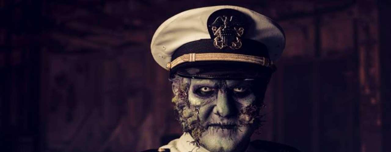 El capitán monstruo dirige la embarcación. ¡Buena suerte!