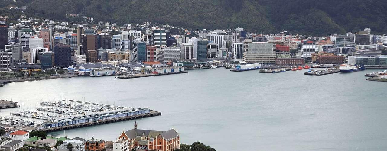 Uno delos lugares a visitar en Nueva Zelandaes el Monte Victoria, desde donde se aprecia una panorámica de Wellington, de la ciudad y del puerto. Se recomienda subir por la tarde, para apreciar el atardecer, mientras se encienden las luces de la capital.