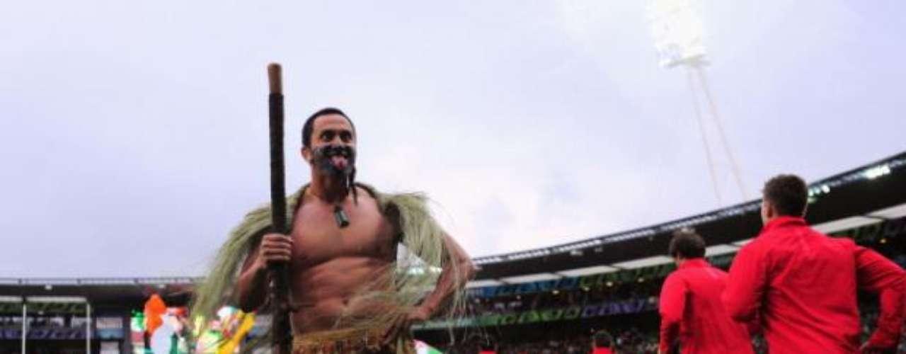 Se espera que los locales a manera de intimidación realicen la tradicional danza de la guerra llamada Haka.