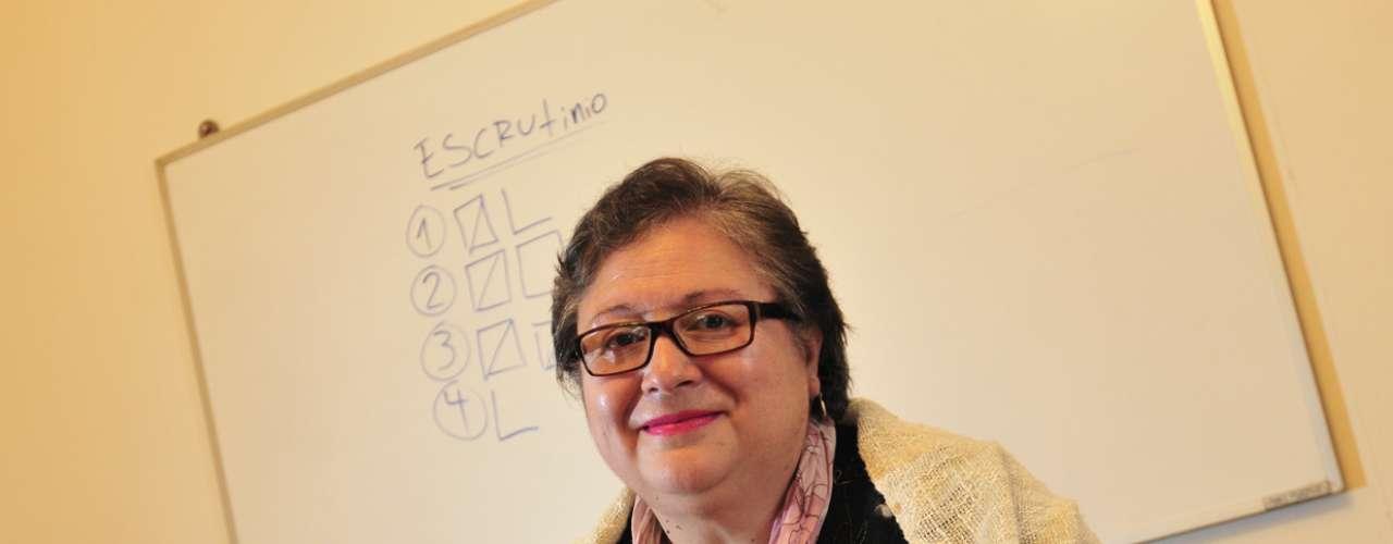Desde 1988 y hasta las elecciones presidenciales entre Sebastián Piñera y Eduardo Frei el 2009, Sonia del Carmen Bello Navarrete fue llamada como vocal de mesa, una situación que hoy se toma con mucho humor.