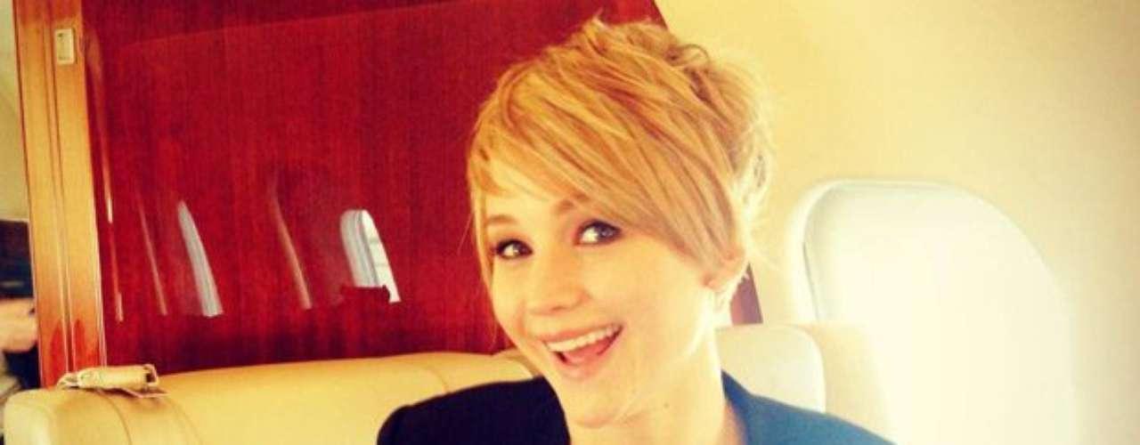 7 de Noviembre -Jennifer Lawrence dio de primera mano la noticia sobre su cambio de look en el cabello con esta fotografía en laque resalta su buen humor y que posteó para todos sus seguidores en las redes sociales.