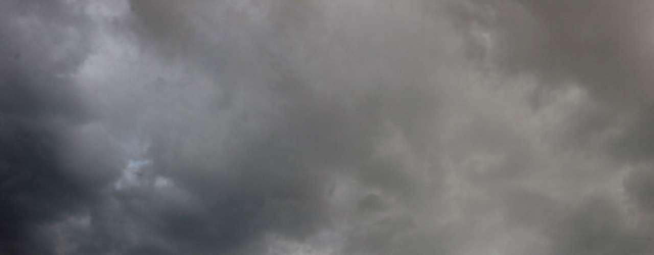 Para saber exactamente cómo se producen los tifones los investigadores están continuamente trabajando y descubriendo nueva información sobre ese fenómeno natural. Los tifones ocurren cuando una ola de clima denso, utilizando la rotación de la Tierra, comienza a rotar, esta actividad también es conocida como el efecto Coriolis.