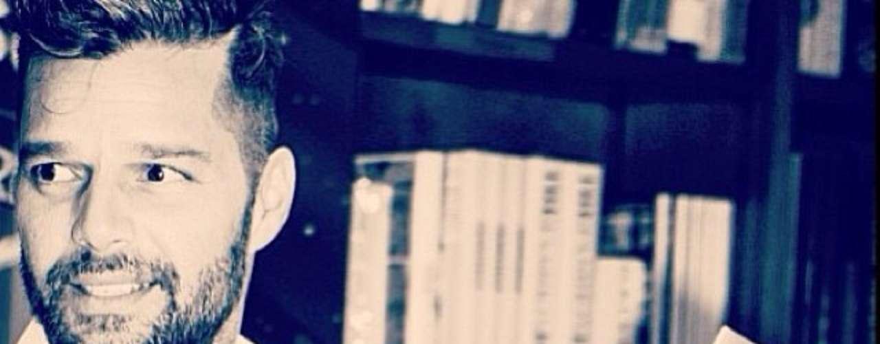 18 de Noviembre - Ricky Martin compartió más imágenes del tour promocional de su nuevo libro.
