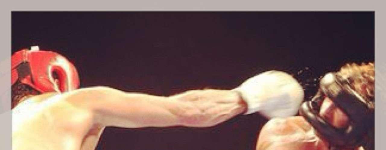 18 de Noviembre - Foto de pura acción desde la cuenta del boxeador Gabriel Soto, quien le ganó a Marcus Ornellas en una pelea benéfica.